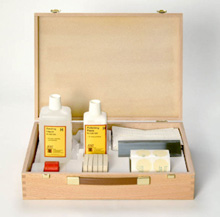 4543 - Polyester repair kit, Complete  with #4545 and #4546 compounds, #4547 end polish, #4551 polishing-paste, 10 wiping cloths, felt sanding pad, sandpaper