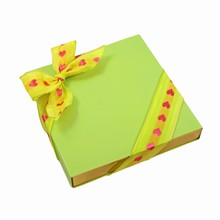 E9374g Lime sleevebox for 9 choc or 3 bars