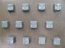 I87 Square criss-cross motif bitesize mold
