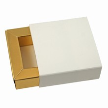 Etui1g Glossy White sleevebox for 1 chocolate with gold base