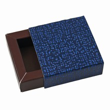 E19509b Perla Midnight Blue and Java Sleevebox for 1 chocolate