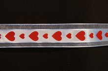 VA22 Valentine ribbon red hearts on white