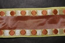 Ruban marron avec motifs géométriques marron et argent