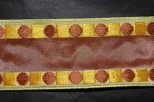 Ruban marron avec motifs géométriques marron et jaune