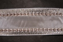 Ruban blanc avec bordure argent scintillant 25mm