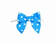 bow21 Boucles à pois sur attaches bleues