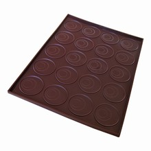 X020 Edged Silicone Mat with Round Markings